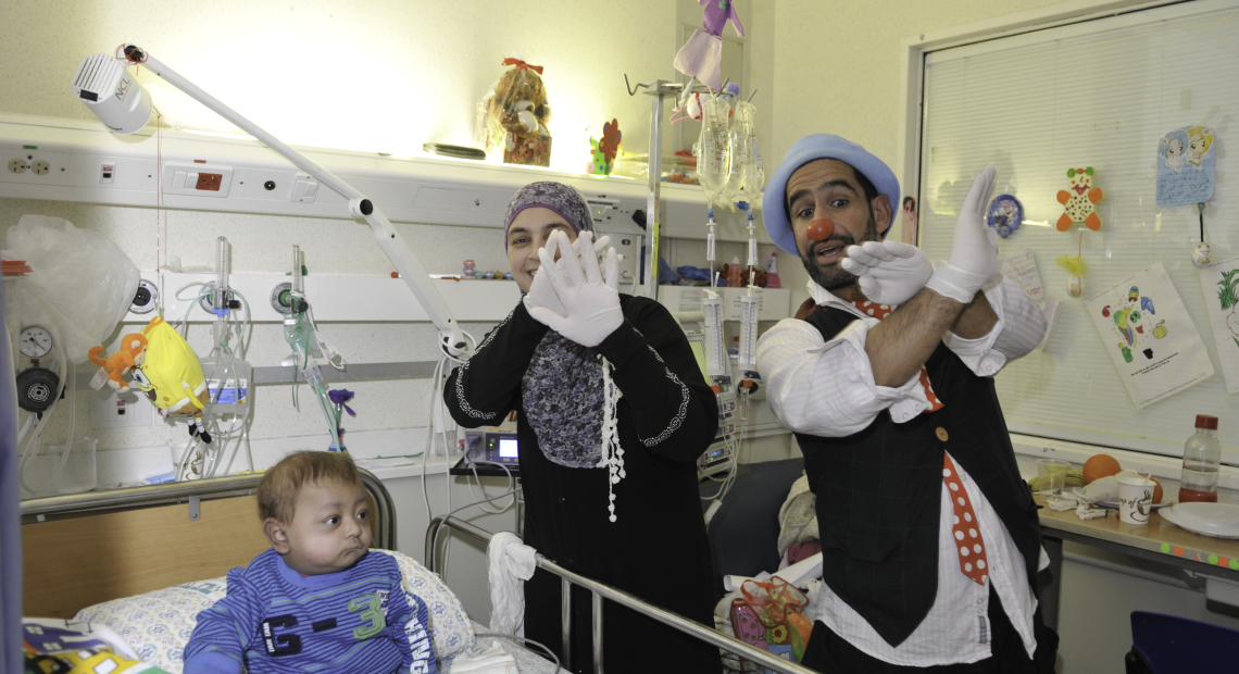3950 Clown Arab Mother  & Baby