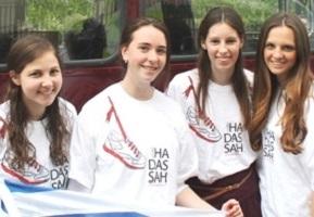 uk girls 7  parade1