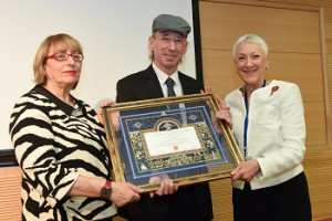 Prof. Dan Engelhard receives the Henrietta Szold Award from Prof. Tamar Peretz, Interim Director, Hadassash Medical Organization and Marcie Natan, National President, Hadassah.