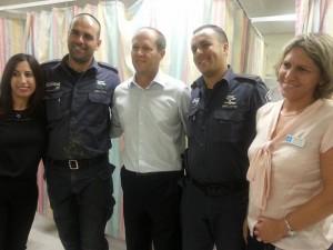 Left to right: Tammy Twitto, wife of Officer Ariel Twitto, standing next to her; Jerusalem Mayor Nir Barkat; Prison Service Officer Elad Biton; and Director of Hadassah-Mount Scopus Dr. Osnat Levtzion-Korach