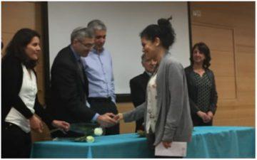 Sarit receiving award